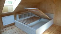 postel z masivu-dvojlůžko