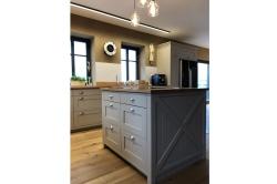 Kuchyňský provence ostrůvek s úložným prostorem